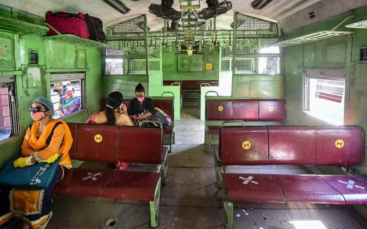 করোনা: বাতিল হাওড়া-শিয়ালদা শাখায় একাধিক ট্রেন