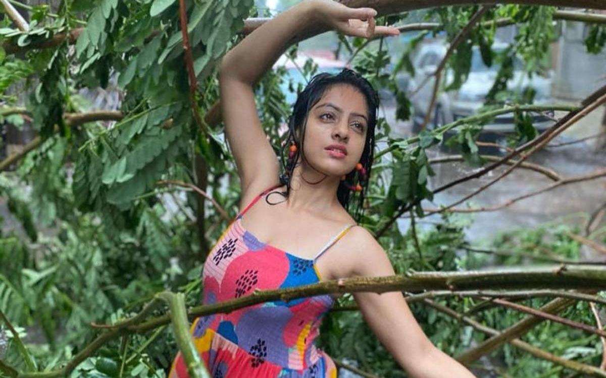 একি করলেন দীপিকা, নেটমাধ্যমে কটাক্ষ