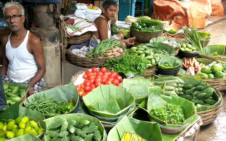 অগ্নিমূল্য আনাজ, দিশেহারা শহরের জনতা